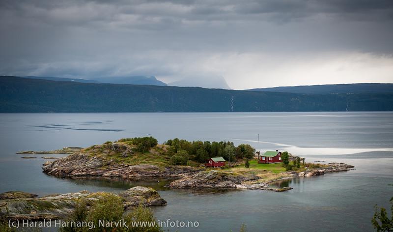 Øyjord, hytte på egen øy, 5. september 2013.