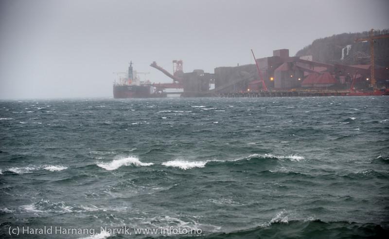 LKAB, kai 5. Lasting av malmskip. Rufsevær, Narvik havn, 8. mars 2014.
