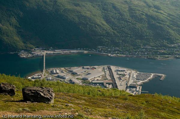 Fagernesterminalen med delvis utfylt område til høyre (stein fra SILA-prosjektet til LKAB.