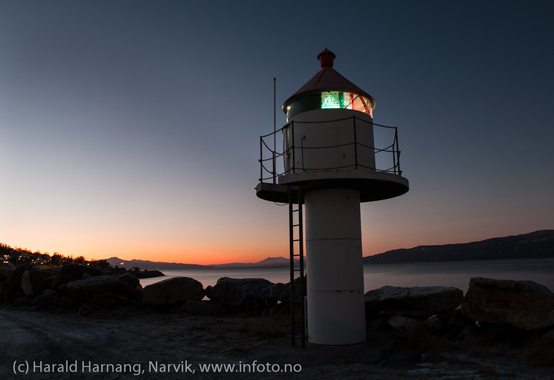 Fyrlykt ved Ankenes båthavn. Årets mørkeste dag. 21. desember 2012