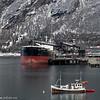 Panamaregistrert, Spring Warbler, bygget 2012, bulkskip, dødvekttonn 78400, 225 m lang og 32 m bred. Laster ved Northland Ressourses kai på Fagernes i Narvik, april 2014