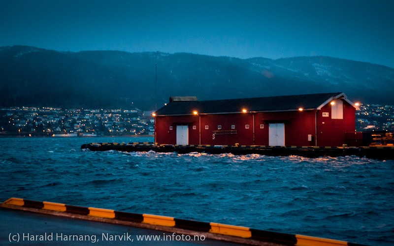 Narvik havn. Første juledag 2011 og springflo. Det blir åpenbart varmere, våtere og villere.
