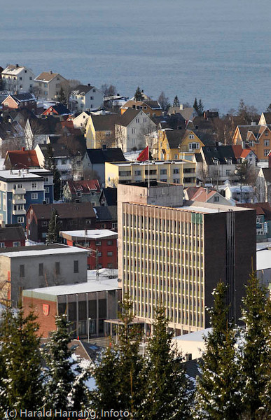 Narvik Rådhus, med bystyresal til venstre.