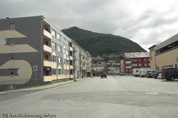Frydenlund. Domus-bygget til høyre. Oscarsborg bydel i bakgrunnen.