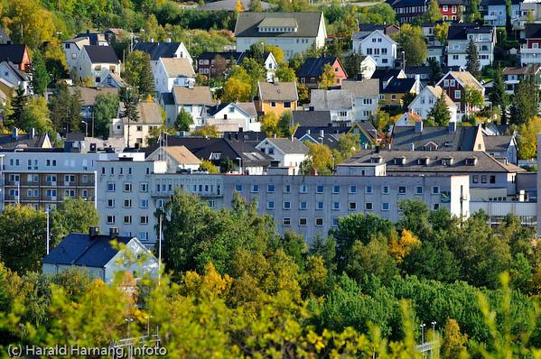 Quality hotell midt på bildet. I forgrunnen LKABs representasjonsbolig, Bromsgård