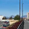 Til venstre Parkhallene der det skal bygges hotell. Til høyre Narvik rådhus.