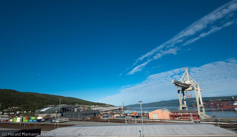 Fagernes terminalområde. Til venstre lagerbygning og utlaster for/fra Northland Ressourses.