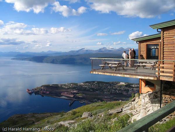 Utsikt fra øvre fjellheis-stasjon, 650 moh.