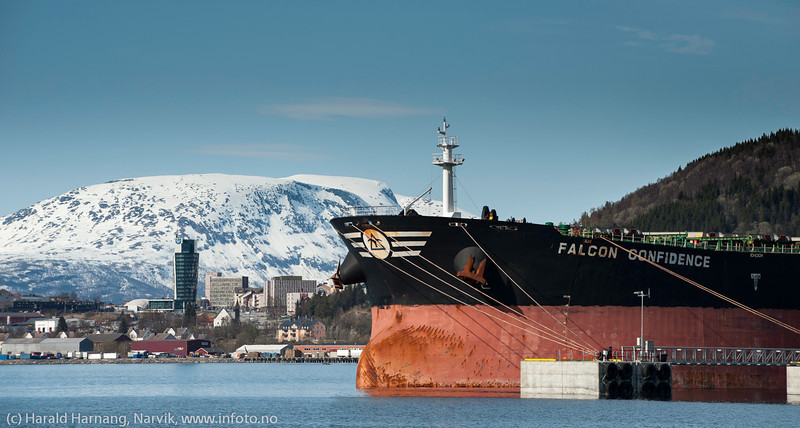 FALCON CONFIDENCE Liberia Cargo. Flagg: Liberia Bulk Carrier, DWT (dødvekttonn): 174350 Lengde x bredde: 289m x 45.1m Byggeår: 2007. Lasting ved kai Northland, Narvik, 19. mai 2014.