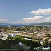 Narvik. Til venstre Høgskolen i Narvik. Midt på LKABs losseanlegg.