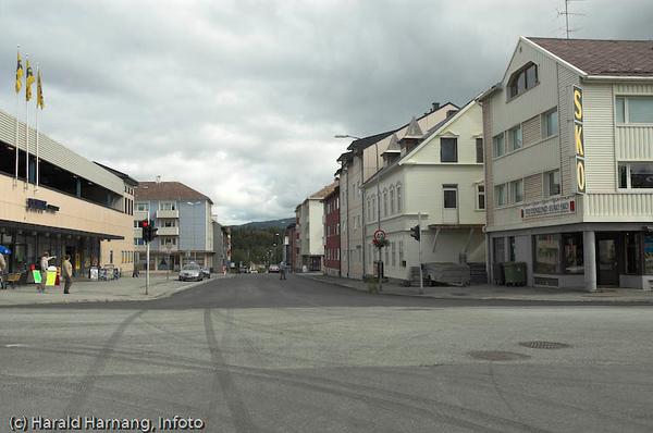 """""""Domuskrysset"""" på Frydenlund. Domus/coop til venstre."""