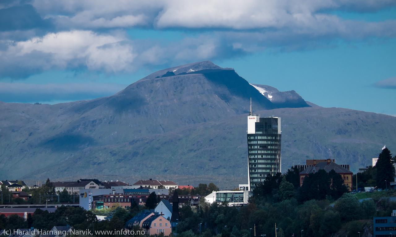 Sola skinner på turistnæringen i Narvik. Scandic i solskinn. 13. sept 2015.