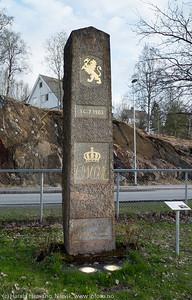 Kont Oscar-støtten fra 1903 som opprinnelig sto på Ofotbanens nordligste punkt, men som senere er flyttet til Narvik jernbanestasjon.