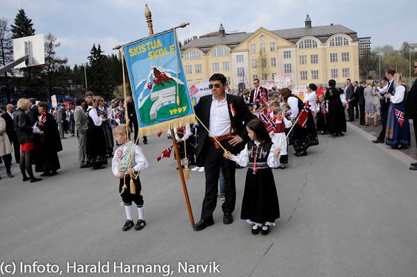 17. mai 2010, snart klar for avmarsj. På bildet rektor Jon Framnes ved Skistua skole.