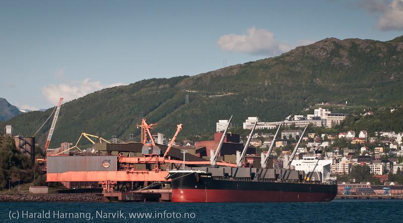 LKABs kai 5 (utskipning). Høgskolen i narvik i bakgrunnen mot høyre.