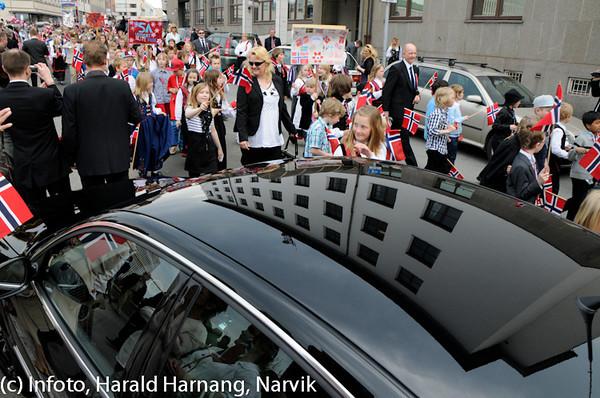 17. mai 2010. Toget sørover Dronningens gate.
