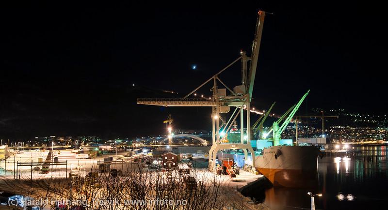 Første last fra Northland Resources fra midlertidig lasteanlegg på Fagernes. Lasting 12. feb 2013. Star Norita fra Grimstad (Ugland-rederi) laster 40.000 tonn jernmalm fra Kaunisvaara. Skal til Nederland. Skipet kom mandag 4. feb om morgenen. Det var beregnet 8-10 dager til lasting, men til sist dro man etter 21 dager med 55.000 tonn om bord.<br /> <br /> Star Norita left the Port of Narvik on Monday, February 25, 2013, loaded with approximately 55,000 tonnes iron ore concentrate. Picture during loading. Permanent loading facilities still under building.