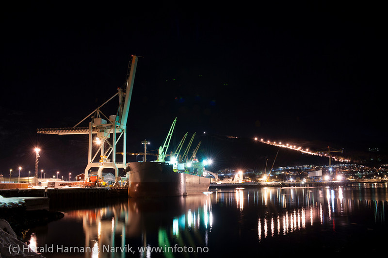 Første last fra Northland Resources fra midlertidig lasteanlegg på Fagernes. Lasting 12. feb 2013. Star Norita fra Grimstad (Ugland-rederi) laster 40.000 tonn jernmalm fra Kaunisvaara. Skal til Nederland. Skipet kom mandag 4. feb om morgenen. Det var beregnet 8-10 dager til lasting, men til sist dro man etter 21 dager med 55.000 tonn om bord.<br /> <br /> Star Norita left the Port of Narvik on Monday, February 25, 2013, loaded with approximately 55,000 tonnes iron ore concentrate. Picture during loading. Permanent loading facilities still under building (in the background).