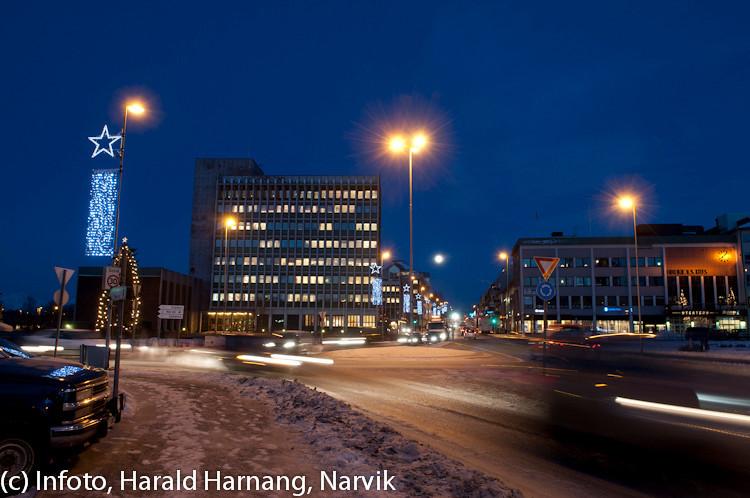 20 desember 2010, Narik sentrum, nesten fullmåne.