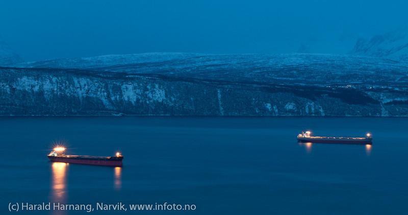 Malmskip på fjorden utenfor Narvik, 30.12.2011.