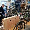 Roald Berg har sin velfortjente ære for sykkelsporten i Narvik, og for å tilby kvalitetssykler for entusiaster. Interiør fra butikk i Dronningens gate. Foto 15. mai 2012.
