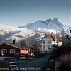 Solbakken i Narvik. I bakgrunnen fjellformasjonen Den sovende dronning.