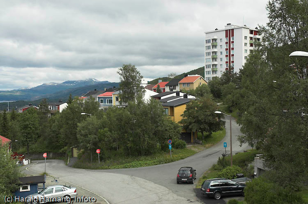 Fjellveien og Terrassen. Til høyre Punktveien 1 (høyblokka)