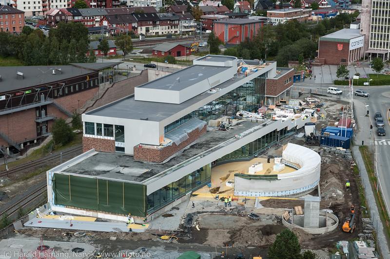 """Narvik sentrum med """"det fjerde hjørnet"""" under bygging. 2. sept 2015"""