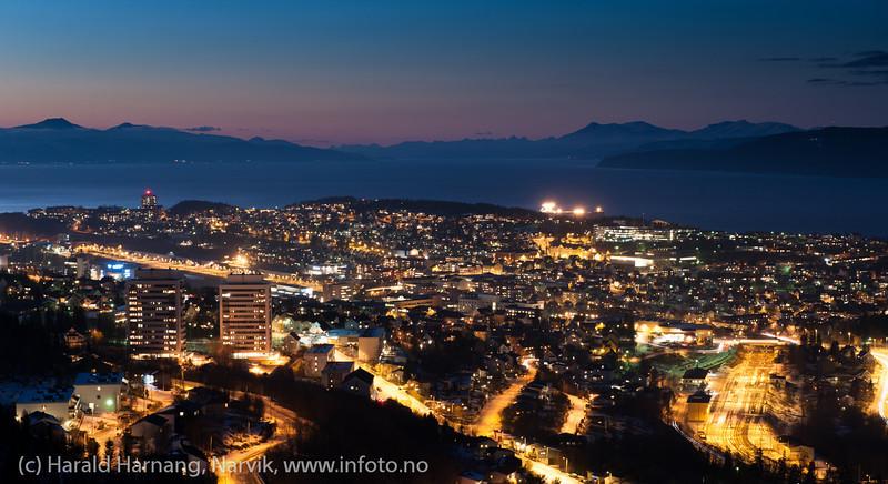 Oversiktsbilde Narvik, mørketid 20. desember 2012 ca kl 1515.