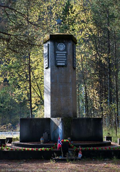 Sovjetisk minnesmerke i Beisfjord. 24. sept 2015.