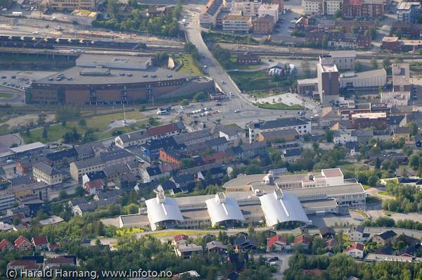 Høgskolen i Narvik midt på.