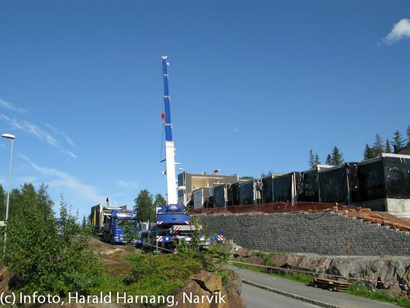 Modul-boliger settes opp i Skistuafeltet, 2010.