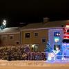 Finnbekken, to naboer konkurrerer om den heftigste julepyntingen. Naboene i midten ser ut til å ta det hele noe roligere.