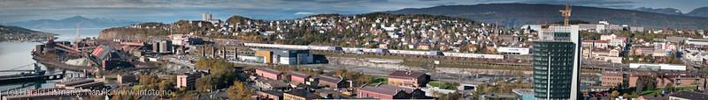 Narvik. Sammensatt bilde av flere delbilder, fra kai 3-4 til og med sentrum, inklusive den fremtidige handelsparken i Narvik. 1. oktober 2011