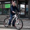 Roald Berg har sin velfortjente ære for sykkelsporten i Narvik, og for å tilby kvalitetssykler for entusiaster. Utenfor sykkelbutikk i Dronningens gate. 15. mai 2012.