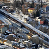 Malmtog passerer Narvik Stasjon på vei til Kiruna. Passasjertog nærmest stasjonsbygningen. Mars 2008.