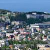 Narvik. To grunnskoler til venstre i bildet (rød og gul stor bygning). Til høyre Frydenlund Vgs.