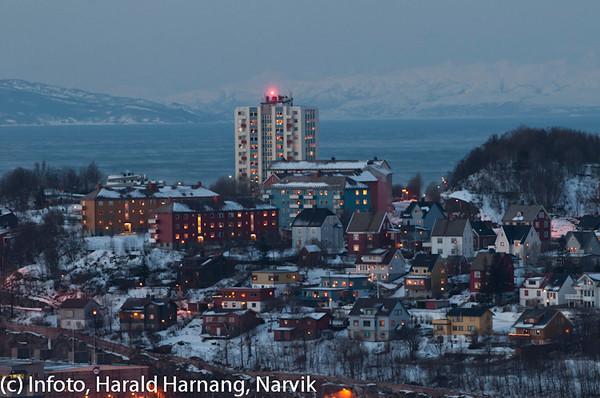 """20 desember 2010. Midt på bildet høyhuset på Framnes og foran det som blir kalt """"Gränges-blokkene""""."""