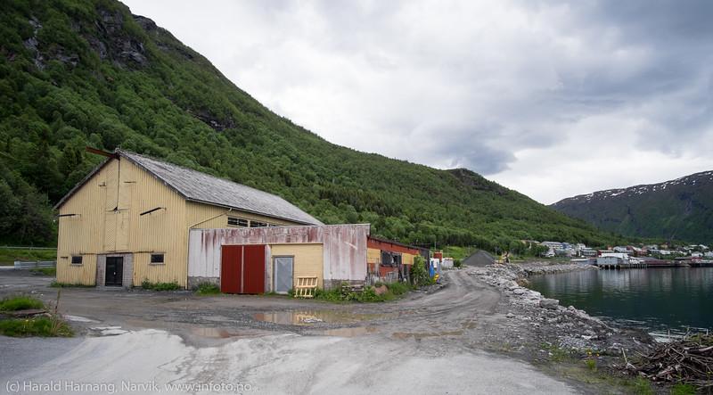 "Bjørstad-brygga. Bilder på veien fra LKABs adm bygning til Fagerneskaia. Foto til artikkel i Fremover 2. juli 2016: ""En tur langs havna?""."