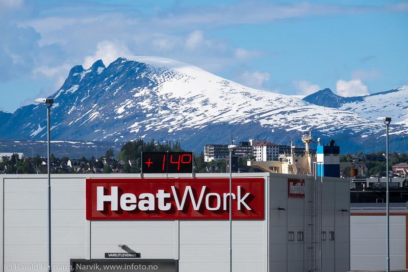 Heatwork, sett fra Beisfjordbrua. 15. juni, 14 grader, kald vind og snø på fjellene.