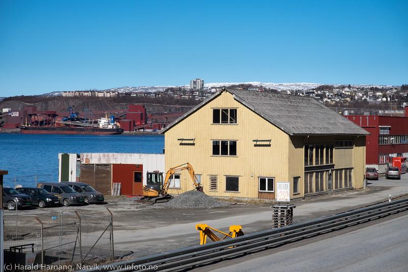 Tidligere Bjørstad-brygga, deretter brukthandel, nå tom. 28. april 2016.