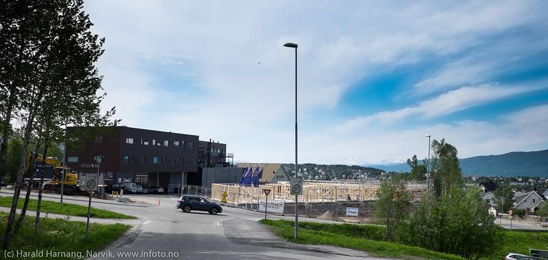Nye boliger under bygging like nedenfor Rema på Oscarsborg. Begge deler på restene av det gamle vannbassenget.