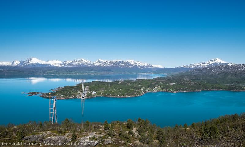 Øyjord, foto fra Tøttadalen, 27. mai 2016. Hålogalandsbrua til venstre, før wirene strekkes.