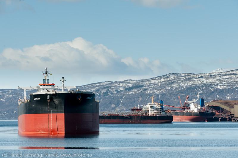 Malmskip på Narvik havn, 13. april 2016: Fra venstre Eibhlin (182 000 dwt), Weser Stahl (47 000 dwt). Ved kai 5 ligger KSL Seattle (181 000 dwt). Utenfor bildet, ved kai 7 ligger AM Krakow (81 000 dwt).