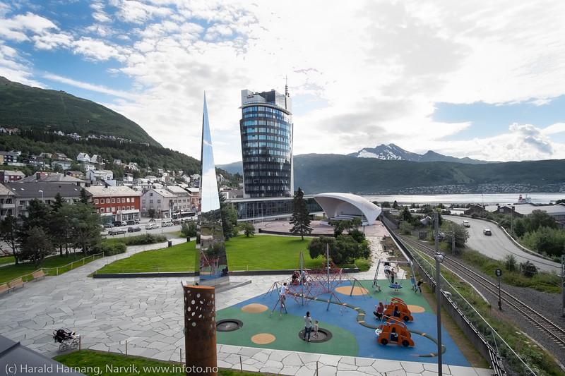 Scandic-hotellet, og lekeparken i det 4. hjørnet.