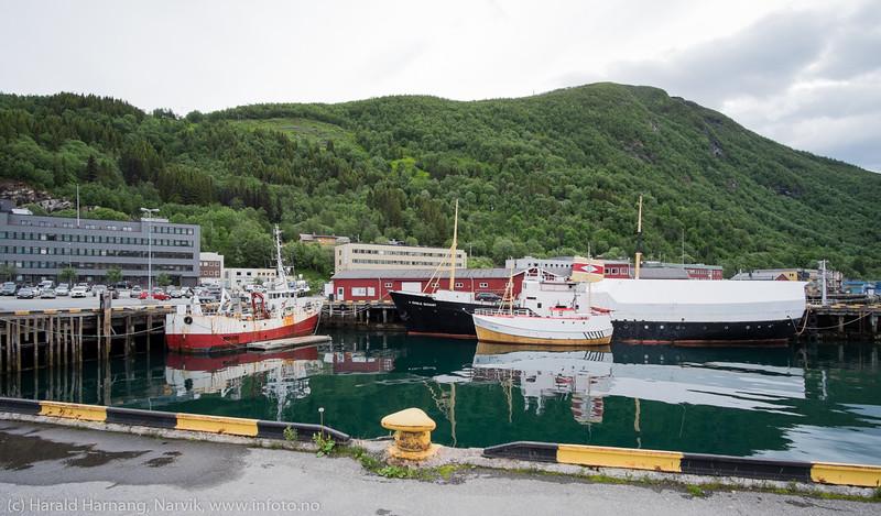 """Gamle Skogøy"" til høyre i bildet. Bilder på veien fra LKABs adm bygning til Fagerneskaia. Foto til artikkel i Fremover 2. juli 2016: ""En tur langs havna?""."