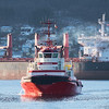 Slepebåten Barents:  Gross Tonnage:  731. Deadweight:  690 t<br /> Length Overall x Breadth Extreme:  37.06m × 15m. Year Built:  2006<br /> <br /> Bak, Arkadia, finsk malmskip. Gross Tonnage:  33958. Deadweight:  56348 t. Length Overall x Breadth Extreme:  197m × 32.6m. Year Built:  2012