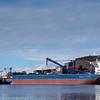 Magdalena Oldendorff, Liberiareg, bulkskip, laster ved kai 5, LKABs anlegg, Narvik.  (til venstre). Skipet er 299 m x 50 m, 20 000dwt, bygget i 2013. Til høyre første skip ved kai 7, Anangel Vigour, som tester fortøyningssystem. Foto: 5. april 2016.