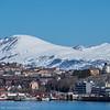 Foto fra Fagenesskrenten og mot Narvik sentrum. Ofoten museum (gult bygg til høyre) og bl.a. Scandic hotel.