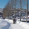 Mandag og andre påskdag, spasering ute i sola etter kraftig snøvær. I Strandveien, på vei mot Vassvik.